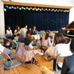 大井氏の演奏に聴き入る聴衆
