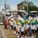 津波の避難訓練で高台の郷照寺へ